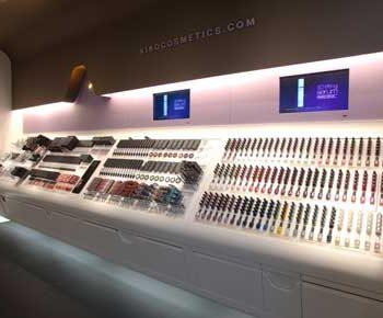 طراحی داخلی فروشگاه لوازم آرایشی