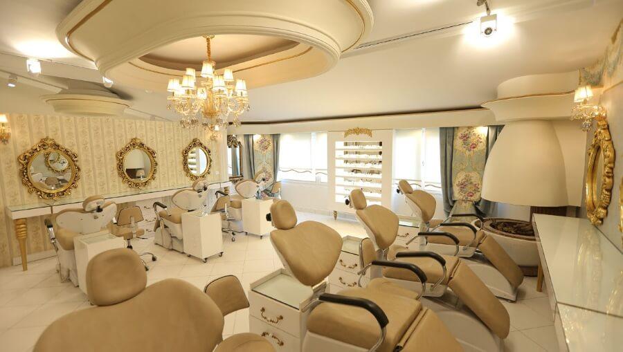 تاثیر نور آیینه در دکوراسیون داخلی سالن زیبایی